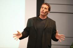 Presentasi Seminar Motivasi Kebebasan Finansial dan Teknik Presentasi Anthony Robbins Pelatih Sukses no 1 Di Dunia