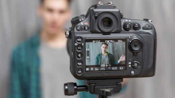 5 Tips Menjadi Percaya Diri dan Nyaman berbicara depan kamera